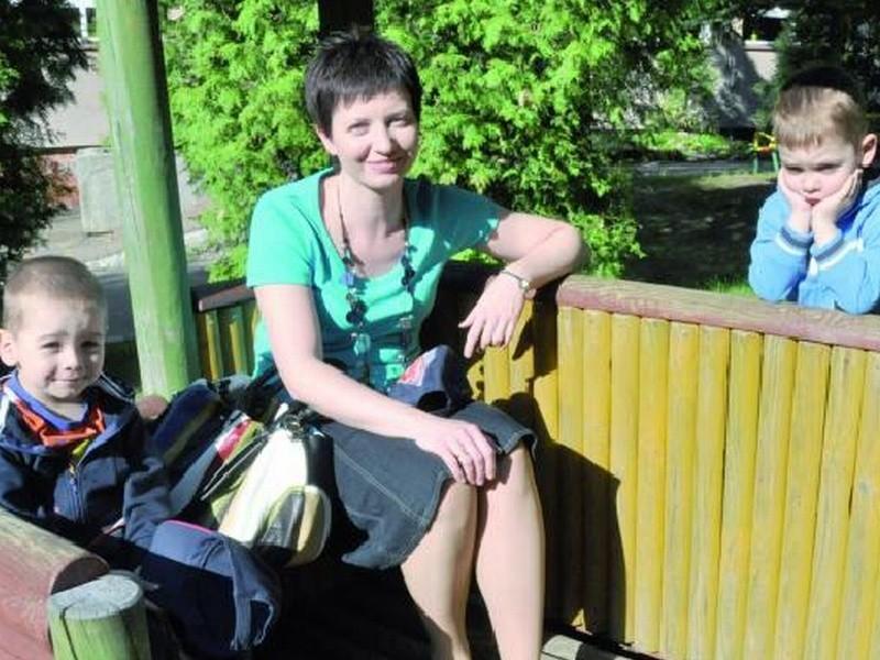 – Żeby nie dopłacać, odbieram synów przed 16. 30 – mówi Katarzyna Kurowska z Białegostoku. – Ale przecież może się zdarzyć, że przyjadę później.