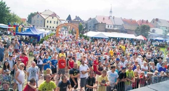 W ubiegłym roku Święto Leszcza połączono z obchodami jubileuszu 750-lecia praw miejskich Nowego Warpna. Tłumy zjechały do miasteczka. Gospodarze liczą, że na biesiadzie będzie podobnie.