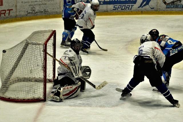Krzysztof Bryk strzela swoją pierwszą bramkę w Oświęcimiu, w liczebnej przewadze, dającą remis 2:2.