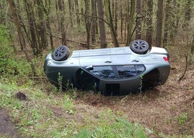 BMW, za którego kierownicą siedział 24-latek, wypadło z drogi
