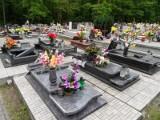 Zniszczony cmentarz w Orzeszu-Jaśkowicach. Wandale zniszczyli nagrobki [ZDJĘCIA]