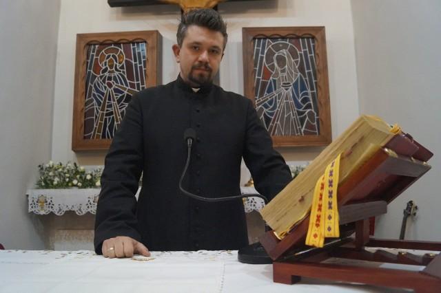 Ksiądz kościoła polskokatolickiego Bartosz Norman swoją pierwszą mszę w życiu odprawił miesiąc temu w Bukownie. W niedzielę 2 grudnia odprawił swoją drugą mszę świętą - w kościele w Krzykawie - Małobądzu