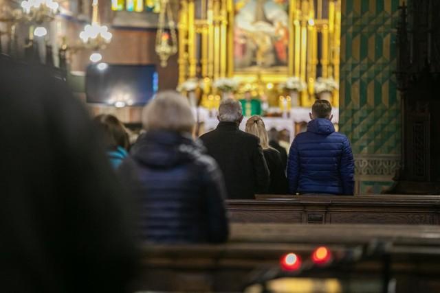 Młodzi to grupa najszybciej odchodząca z Kościoła. Potwierdzają to międzynarodowe badania.