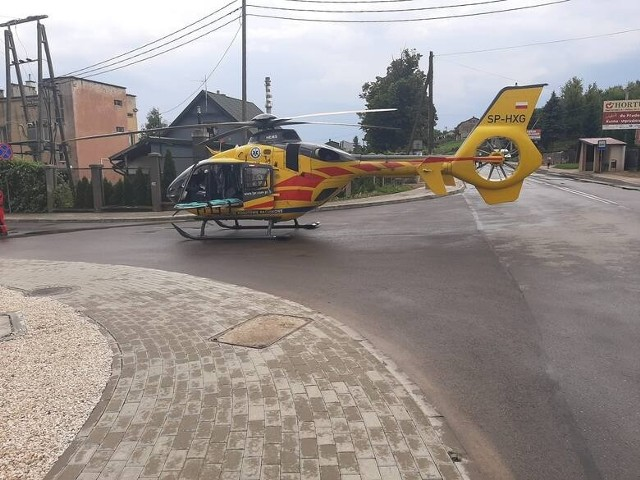 Śmigłowiec Lotniczego Pogotowia Ratunkowego zabrał dziecko do szpitala wojewódzkiego w Kielcach.