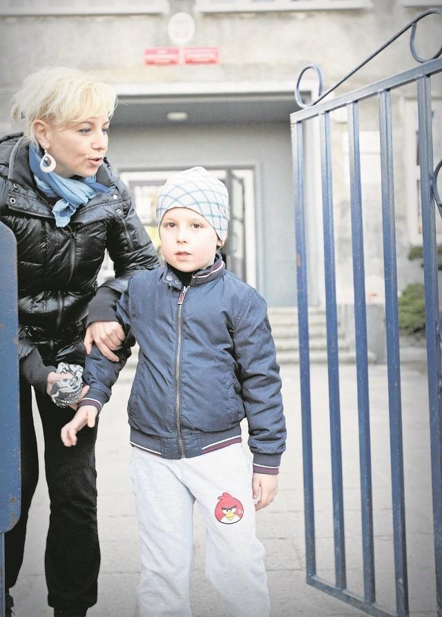 Wrocławianka Sylwia Samtyko nie chce, żeby jej sześcioletni syn Adaś rozpoczynał naukę w tym roku, a dopiero w przyszłym