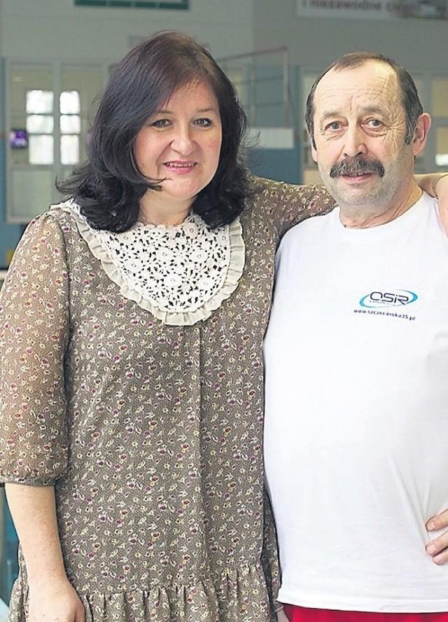 Pani Beata z olimpijczykiem, Władysławem Wojtakajtisem, swoimpierwszym trenerem pływackim.