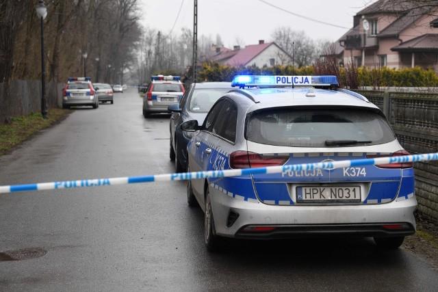 Ta historia wstrząsnęła całą Polską. W Kopkach, w powiecie niżańskim, matka najpierw zabiła dwójkę malutkich dzieci, a potem nożem odebrała życie także sobie.