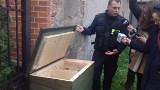 Będzie ponad tona karmy dla wolnożyjących kotów, są jeszcze budki drewniane do ochrony przed zimą