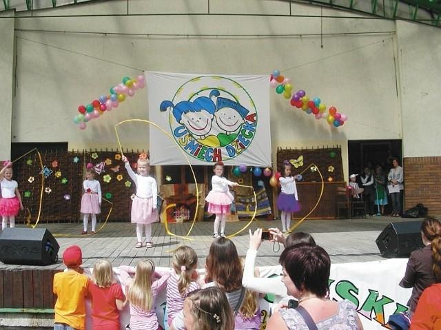 Na scenie prezentowały się różne zespoły dziecięce