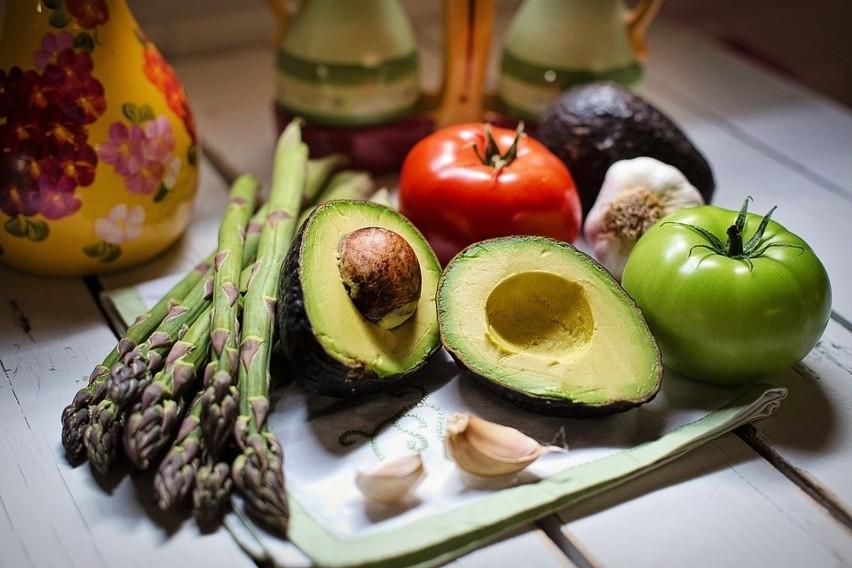 Z warzywami obchodź się odpowiednio, by zachowały witaminyW naszej galerii zobaczysz skuteczne metody przedłużenia świeżości warzyw. Dzięki temu nie stracą swoich cennych właściwości>>> ZOBACZ WIĘCEJ NA KOLEJNYCH ZDJĘCIACH