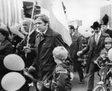 Kto tęskni za 1 Maja? Święto Pracy w PRL na archiwalnych zdjęciach. Pochód pierwszomajowy był obowiązkowy