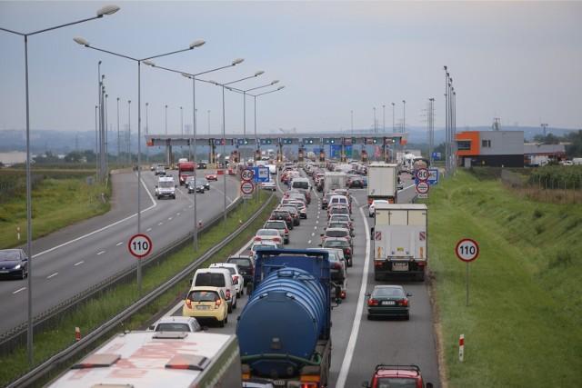 Korek przed bramkami poboru opłat na autostradzie A4