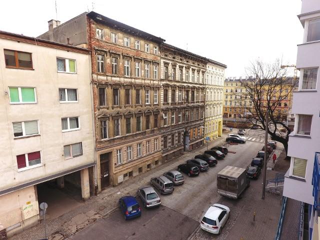 Miasto sprzedało kamienice na Przedmieściu Oławski