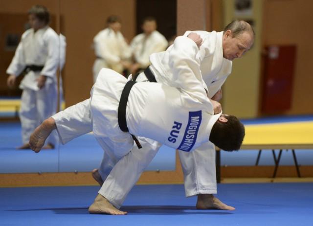 Władimir Putin ćwiczy z rosyjskimi olimpijczykami