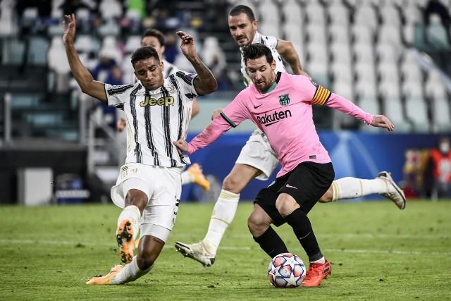 Lionel Messi (z prawej) może już w styczniu opuścić Barcelonę