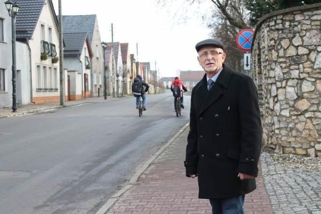 - Tendencja jest taka, że miasta wyludniają się nawet szybciej niż wsie, bo ludzie przeprowadzają się do małych miejscowości - mówi Joachim Jelito. - To nie zachęca do starania się o prawa miejskie.