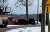 Wołczyn. Ciężarówka przewróciła się w pobliżu miasta. Kierowca wjechał do rowu, żeby uniknąć zderzenia [ZDJĘCIA]