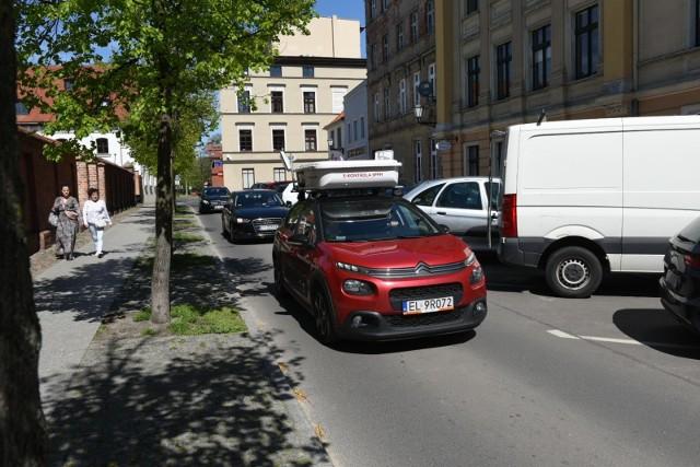 Tak wygląda samochód, który kontroluje kierowców w Toruniu.