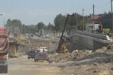 Przebudowa trasy DK 94 w Sosnowcu. Ogromny wykop na placu budowy powiększa się każdego dnia