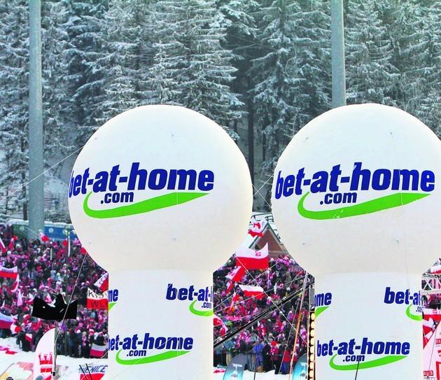 W 2010 roku reklamy firmy bukmacherskiej były na Wielkiej Krokwi bardzo widoczne
