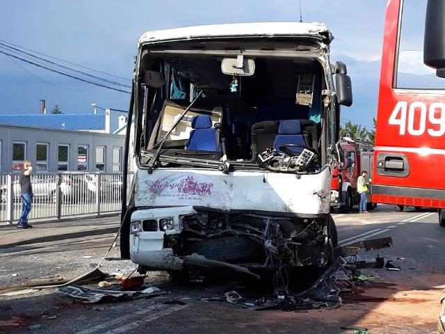 Wypadek miał miejsce tuż po godz. 16. W Ruścu zderzyły się dwa autokary, w których łącznie podróżowało 98 osób. 69 z nich to dzieci w wieku 9-14 lat