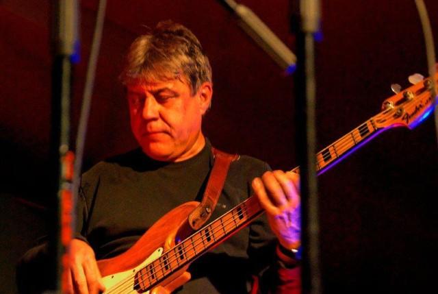 Na scenie Domu Kultury w Przysusze zaprezentują się znakomici muzycy, w tym basista Antoni Dębski (na zdjęciu), który współpracował z wieloma gwiazdami jazzu i estrady w Polsce.