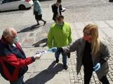 Dyrektorka MDK-u rozdawała ludziom maseczki. Sanepid wlepił jej 10 tys. zł kary!