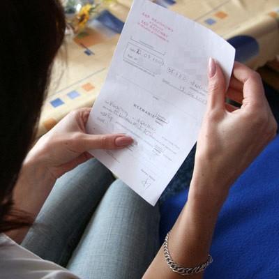 Danuta D. z drżeniem rąk czyta kolejne wezwania na rozprawy. Teraz już wie, że po jej stronie są inni nauczyciele z gimnazjum.