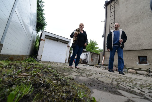 Elżbieta Bogaczyk, mieszkanka ul. Komornickiej, nie kryje oburzenia: - Przez zaniedbania Aquanetu nasz dom jest zalany!