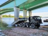 """Inowrocław. Po awarii w """"Czajce"""" żołnierze z 2 Pułku Inżynieryjnego w Inowrocławiu budują most pontonowy w Warszawie. Zobaczcie zdjęcia"""