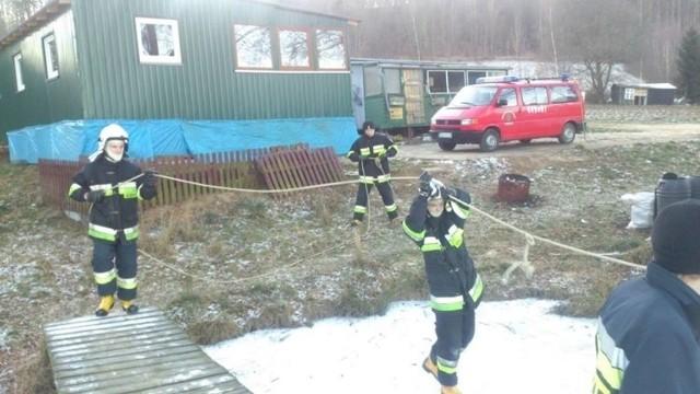 Strażacy ratowali łabędzie w powiecie kartuskim