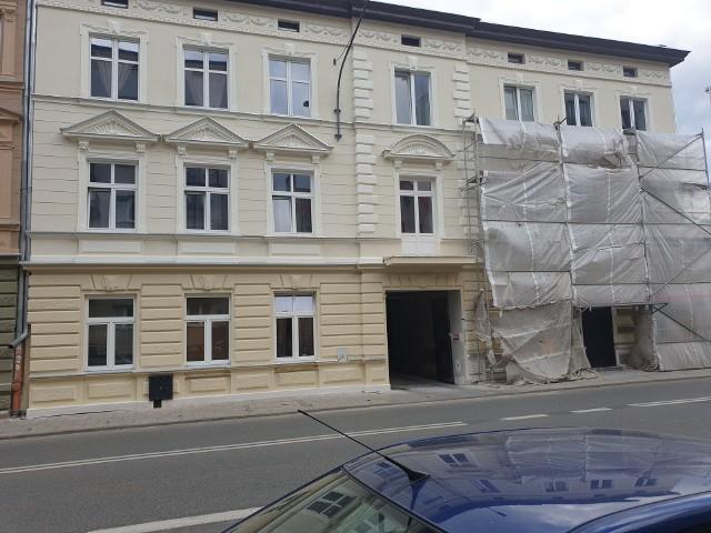 Urząd Miasta Łodzi sprzedaje mieszkania. Za lokal własnościowy  w centrum miasta, o powierzchni 15 m. kw. trzeba zapłacić 50 tys. zł. Jeszcze mniejszy - 12-metrowy - kosztuje 10 tys. mniej. ZOBACZ OFERTY NA KOLEJNYCH SLAJDACH