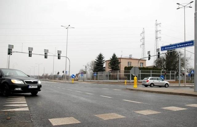 Obecnie istniejący fragment ulicy Zelwerowicza oddano do użytku w 2014 roku