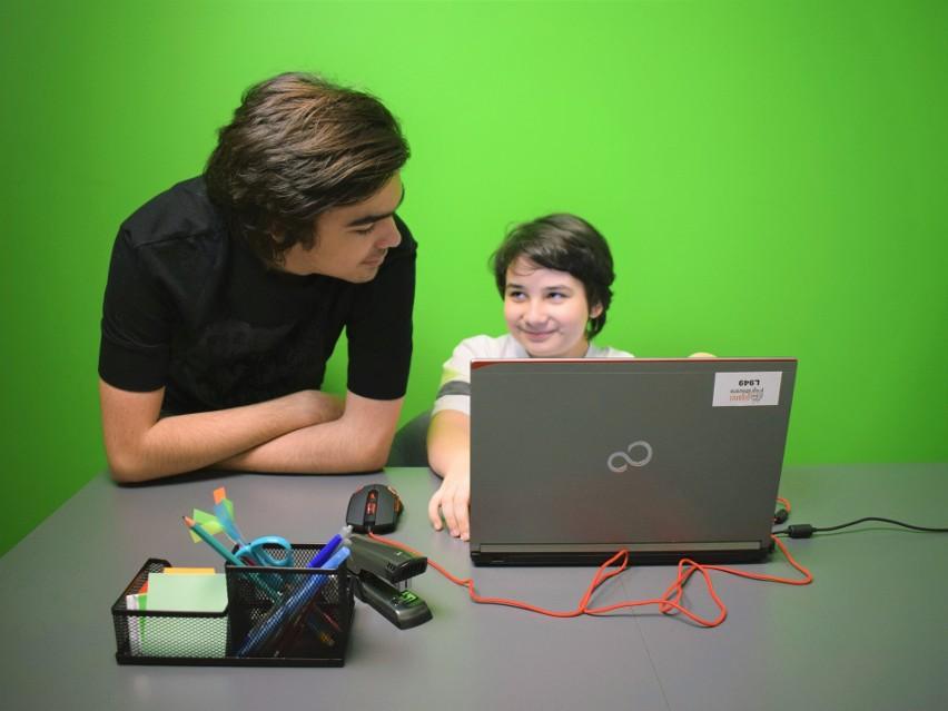 """Giganci Programowania zapraszają na  """"Szkołę z Gigantami"""" - bezpłatne webinary z programowania i matematyki dla dzieci i młodzieży"""