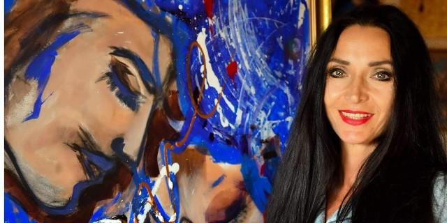 Alicja Walczak w sobotę, 18 września podczas wernisażu wystawy w Nowej Zatoce wpuści nas do świata pełnego mistyki, który tętni życiem, kolorem, gdzie obraz ze słowem wkraczają w głębsze pokłady świadomości