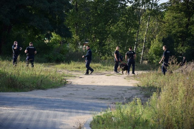 W czwartek, 10 września, w jednym domów na ulicy Berdychowskiej w Wągrowcu doszło do zabójstwa. Sprawca miał dźgnąć ofiarę nożem w okolice klatki piersiowej. Następnie zbiegł.Przejdź do kolejnego zdjęcia --->