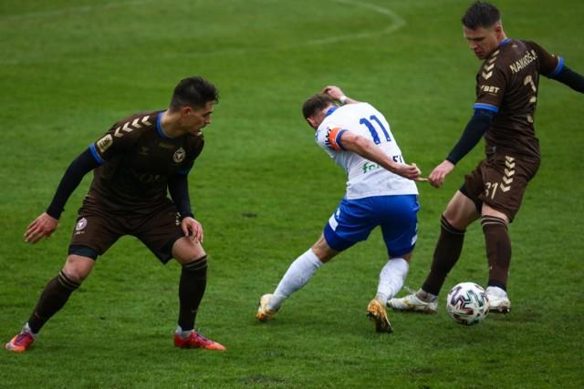 Mecz II ligi piłkarskiej Garbarnia Kraków - Sokół Ostróda (gospodarze w brązowych strojach)