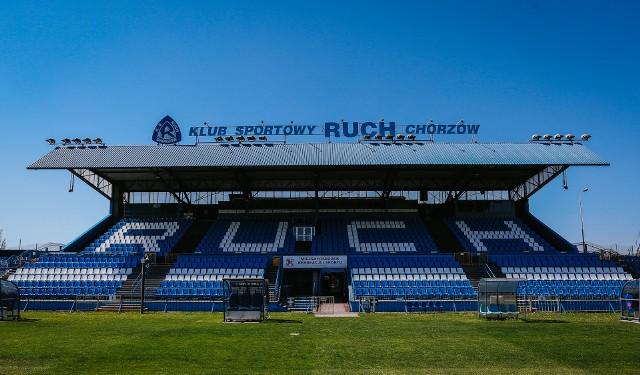 Pomalowane krzesełka na trybunie głównej stadionu Ruchu robią wrażenieZobacz kolejne zdjęcia. Przesuwaj zdjęcia w prawo - naciśnij strzałkę lub przycisk NASTĘPNE