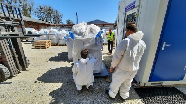Rozpoczęło się usuwanie nielegalnych chemikaliów z magazynu w Kaliszu.