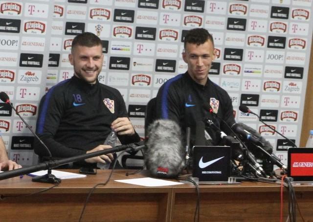 Ante Rebić (z lewej) i Ivan Perisić na środowej konferencji prasowej w Soczi