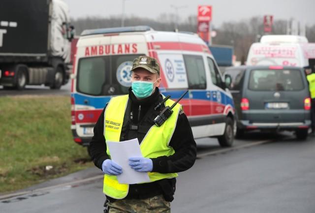 Od niedzieli, 15 marca od godziny 0:01, Polska zamyka na 10 dni granice naszego kraju dla cudzoziemców. Ograniczone zostaje funkcjonowanie centrów i galerii handlowych. SPRAWDŹ SZCZEGÓŁY NA KOLEJNYCH SLAJDACH >>