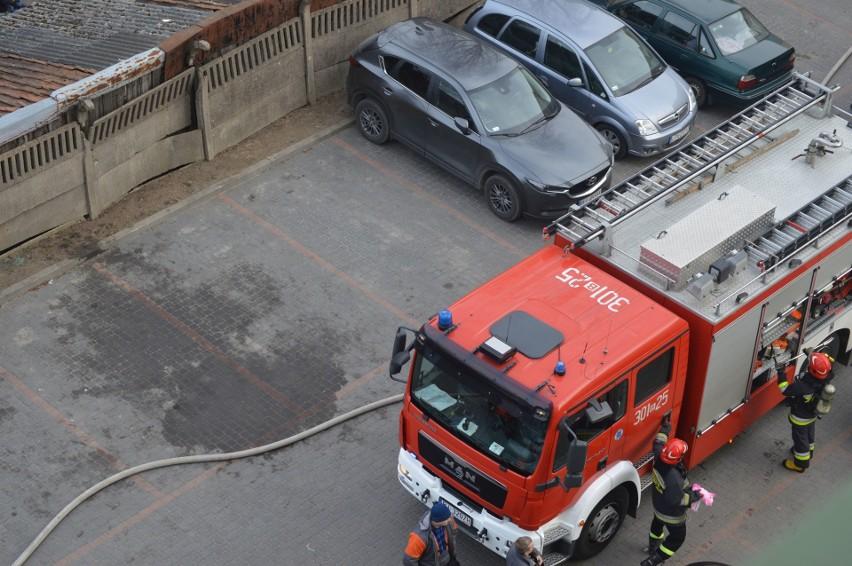 W niedzielę przed południem białostoccy strażacy musieli...