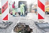 Zapadł się asfalt na Tymienieckiego