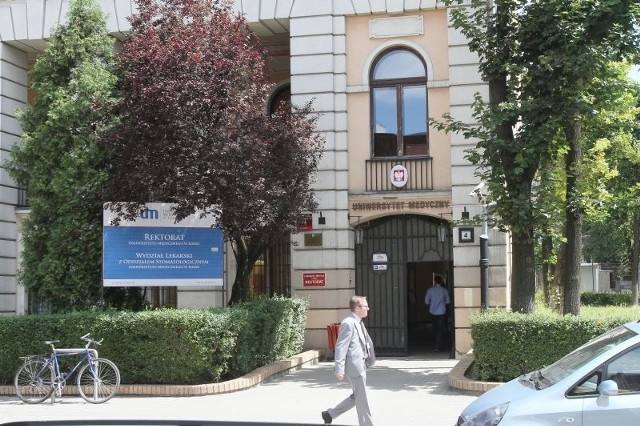 Uniwersytet Medyczny w Łodzi podnosi opłaty za studia na najpopularniejszych kierunkach o 3 – 4 tys. zł.