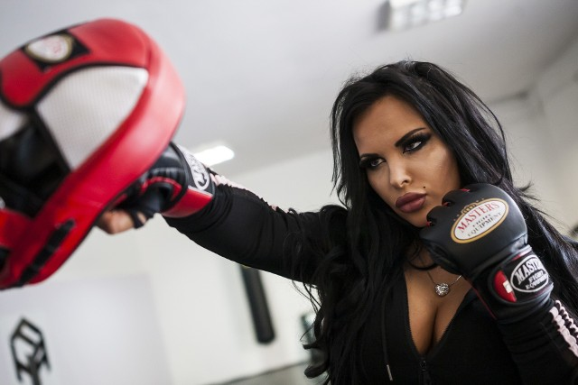 Monika Godlewska podczas treningu przed galą FAME MMA 3