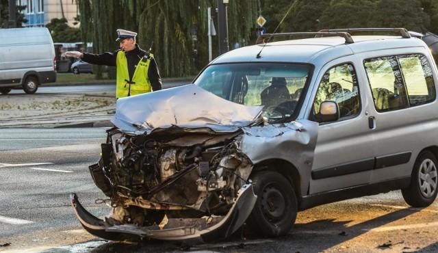 Policja opublikowała raport nt. wypadków na polskich drogach w 2018 roku. Gdzie najczęściej dochodzi do wypadków samochodowych? Zobacz dane policji.W jakich miejscach najczęściej dochodziło do wypadków w 2018 roku? Zobacz na kolejnych slajdach ---->