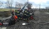 Wypadek na trasie kolejowej Poznań - Wrocław: Pociąg zderzył się z maszyną remontującą torowisko w Przysiece. PRZEJAZD ZABLOKOWANY