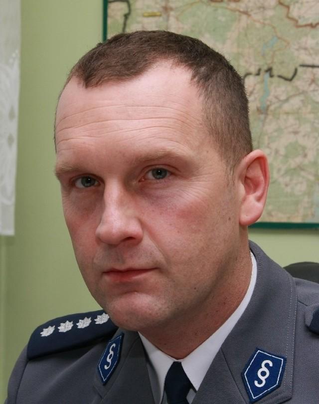 Nowy komendant ma 35 lat. Do Międzyrzecza przeszedł z Komendy Wojewódzkiej Policji w Gorzowie Wlkp., gdzie przez ostatnie pięć lat kierował wydziałem do walki z przestępczością gospodarczą.