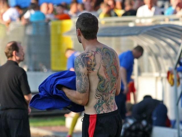 Tatuaże przykuwają uwagę. Wytatuowane plecy Pawła Klimka, zawodnika Gryfa Słupsk, wbudzały zainteresowanie kibiców, zwłaszcza damskiej części.