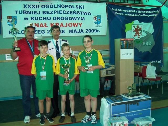 Zwycięska ekipa z Nowego Kramska wraz z opiekunem jest zarazem najlepszą drużyną z woj. lubuskiego  w historii zawodów BRD